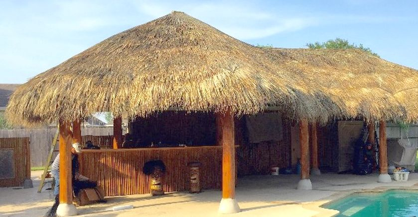 poolside_outdoor_bar_and_palapa
