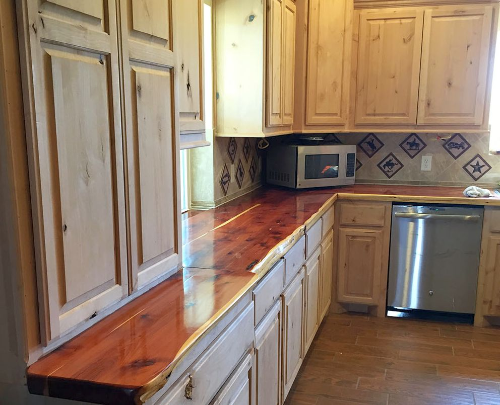 red_cedar_kitchen_countertop